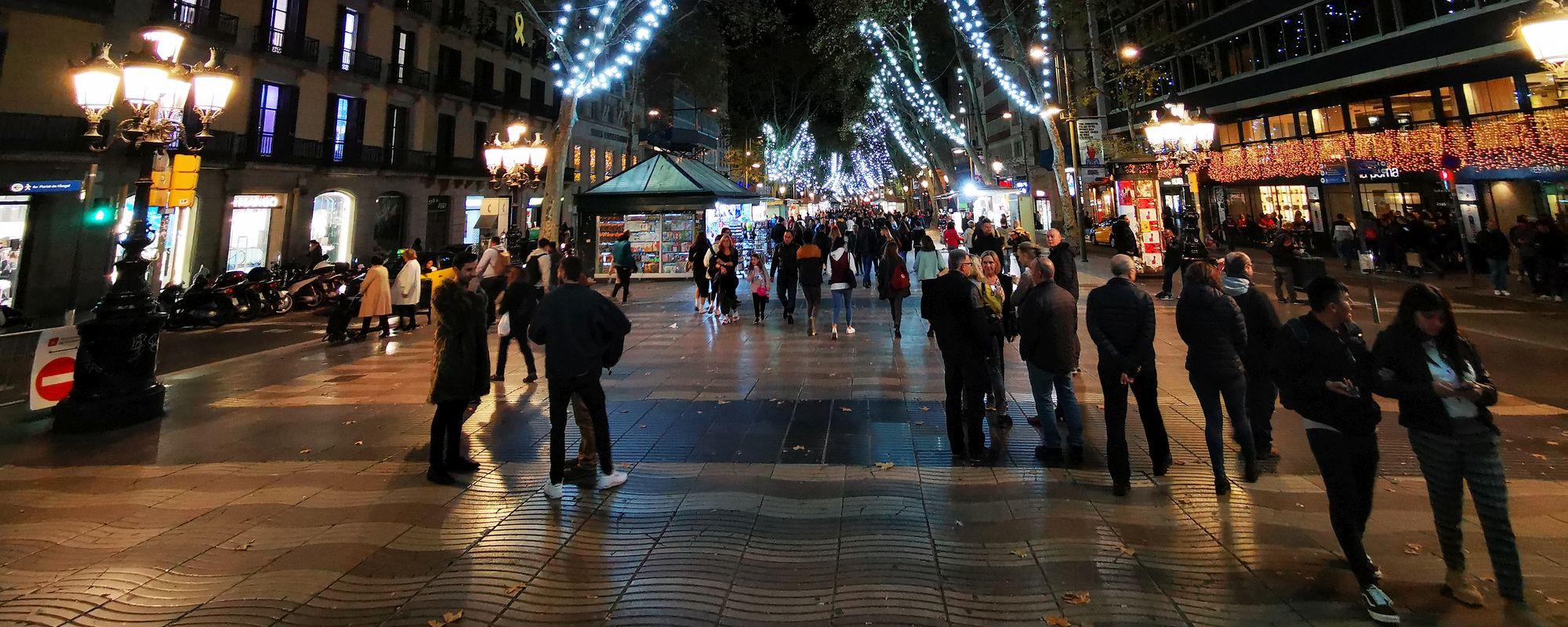 Celebra La Rambla, Barcelona. Ăsta e momentul pe care l-am pândit, să fie mai liber.